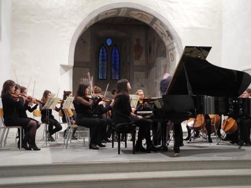 Le Cantorama Etait Plein Pour Accueillir LOrchestre Des Jeunes De Fribourg Jeunesse Enthousiasme Qualite Musicale Concerto Mozart Suite Bach